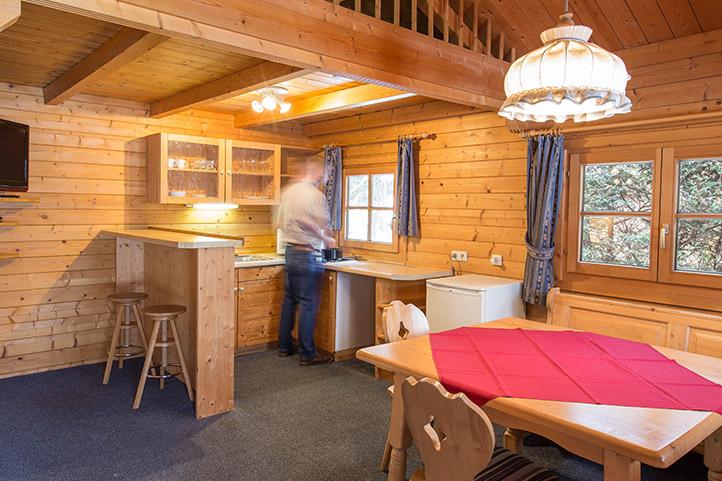 ELRweb_rooms_cabin-comfy-kitchen_722.jpg
